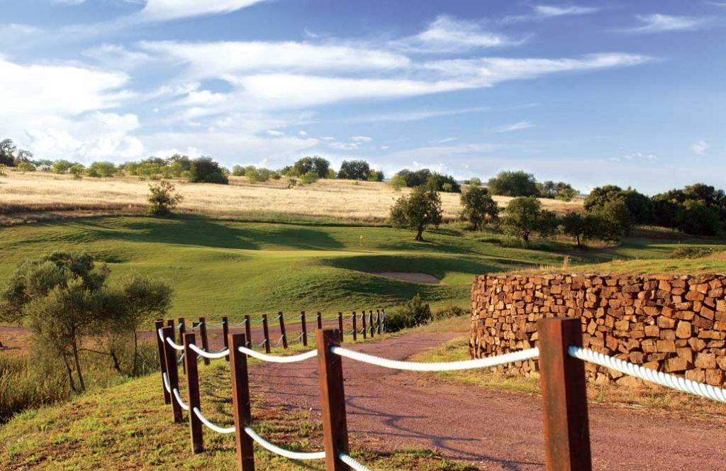 https://golftravelpeople.com/wp-content/uploads/2019/04/Alamos-Golf-Club-10-1024x664.jpg