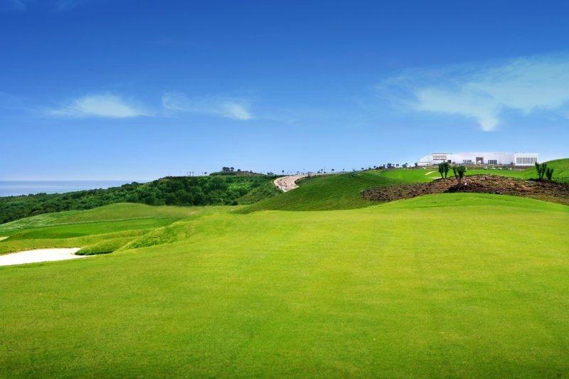 https://golftravelpeople.com/wp-content/uploads/2019/04/Alcaidesa-Golf-Club-Heathland-Course-3.jpg