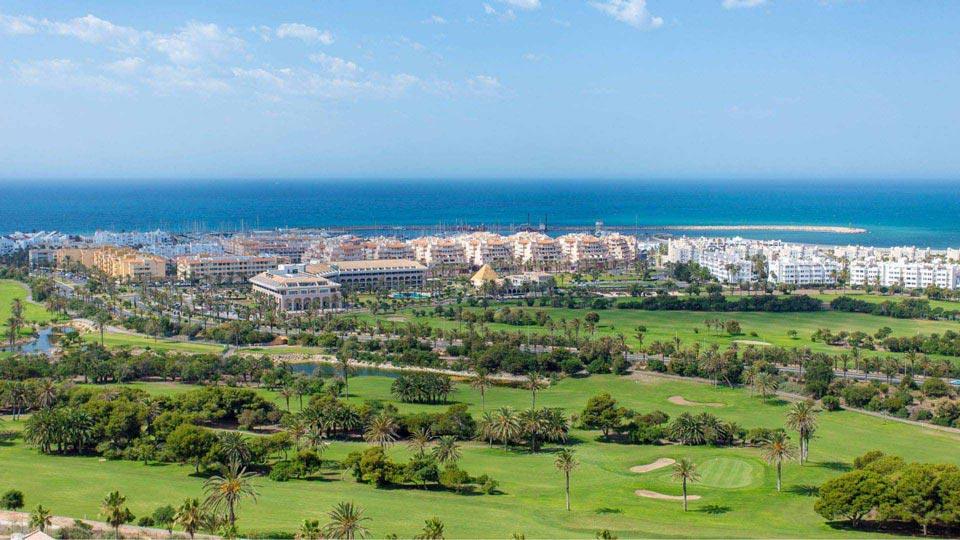 https://golftravelpeople.com/wp-content/uploads/2019/04/Almerimar-Golf-Resort-35.jpg