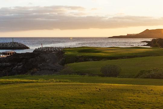 https://golftravelpeople.com/wp-content/uploads/2019/04/Amarilla-Golf-Tenerife-1.jpg