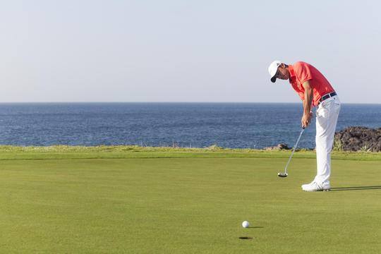 https://golftravelpeople.com/wp-content/uploads/2019/04/Amarilla-Golf-Tenerife-3.jpg