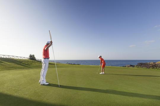 https://golftravelpeople.com/wp-content/uploads/2019/04/Amarilla-Golf-Tenerife-4.jpg