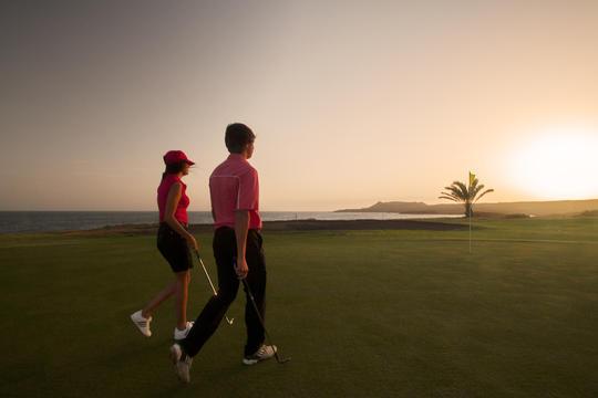 https://golftravelpeople.com/wp-content/uploads/2019/04/Amarilla-Golf-Tenerife-6.jpg