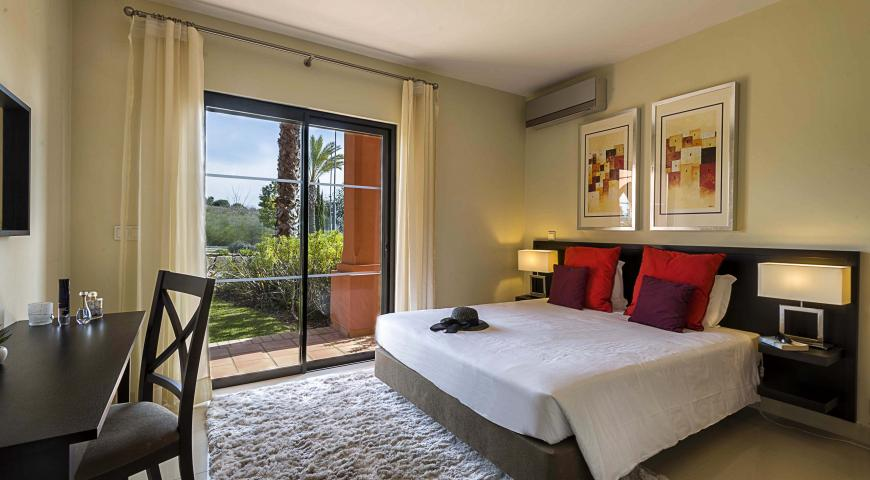 https://golftravelpeople.com/wp-content/uploads/2019/04/Amendoeira-Resort-2-bedroom-apartment-with-mezzanine-1.jpg