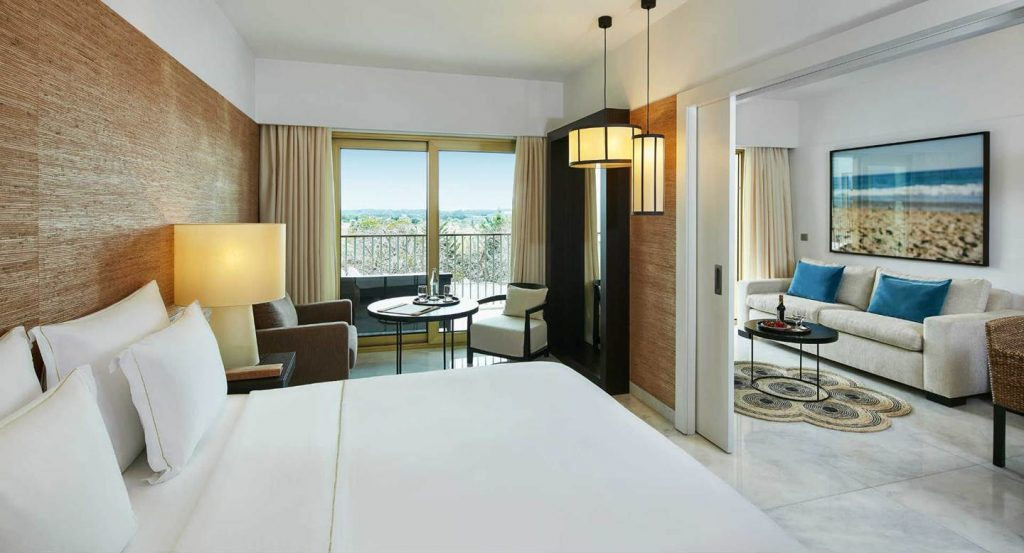 https://golftravelpeople.com/wp-content/uploads/2019/04/Anantara_Vilamoura_Golf_Suite_Bedroom-1024x553.jpg