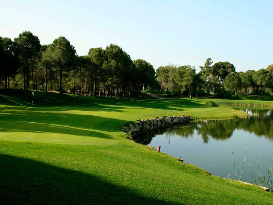 https://golftravelpeople.com/wp-content/uploads/2019/04/Antalya-Golf-Club-7.jpg