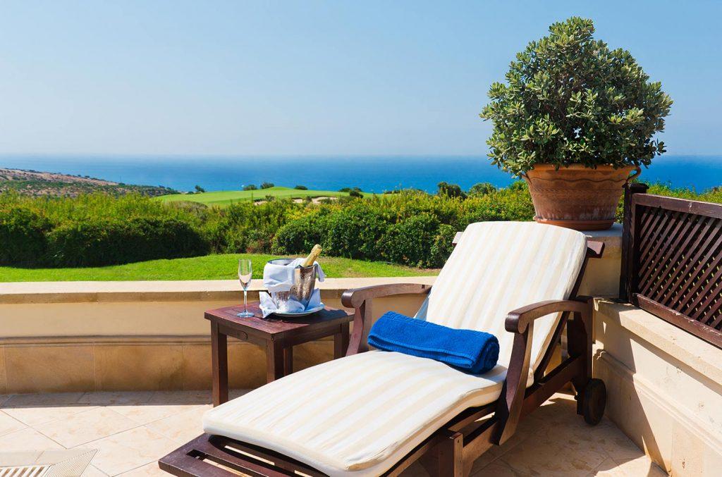 https://golftravelpeople.com/wp-content/uploads/2019/04/Aphrodite-Hills-Resort-Cyprus-26-1024x677.jpg
