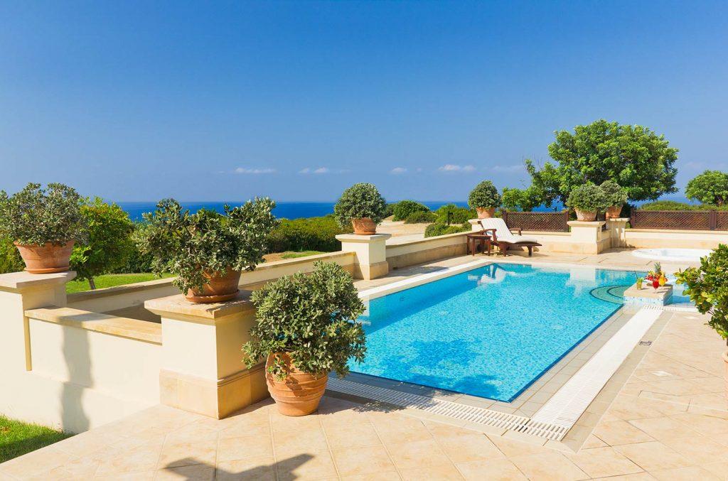https://golftravelpeople.com/wp-content/uploads/2019/04/Aphrodite-Hills-Resort-Cyprus-27-1024x677.jpg
