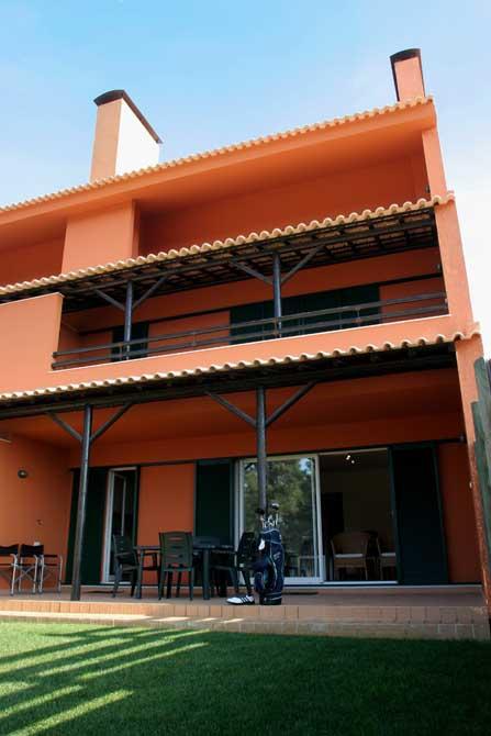 https://golftravelpeople.com/wp-content/uploads/2019/04/Aroeira-Apartments-4.jpg