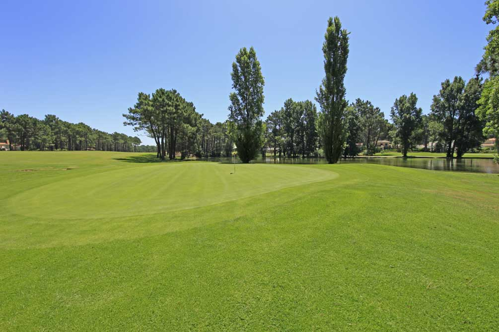 https://golftravelpeople.com/wp-content/uploads/2019/04/Aroeira-Golf-Club-1-1.jpg