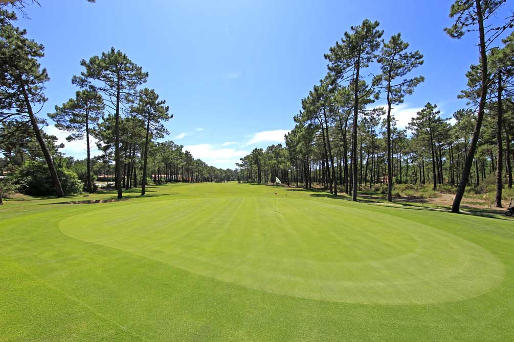 https://golftravelpeople.com/wp-content/uploads/2019/04/Aroeira-Golf-Club-1-10.jpg