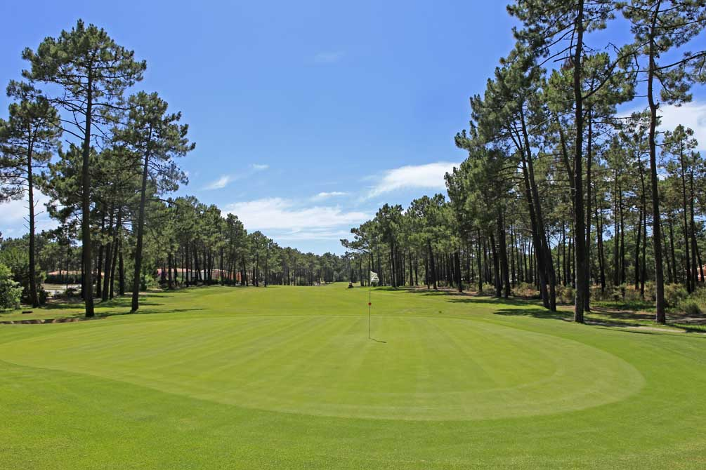 https://golftravelpeople.com/wp-content/uploads/2019/04/Aroeira-Golf-Club-1-11.jpg