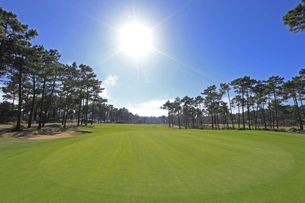 https://golftravelpeople.com/wp-content/uploads/2019/04/Aroeira-Golf-Club-1-3.jpg