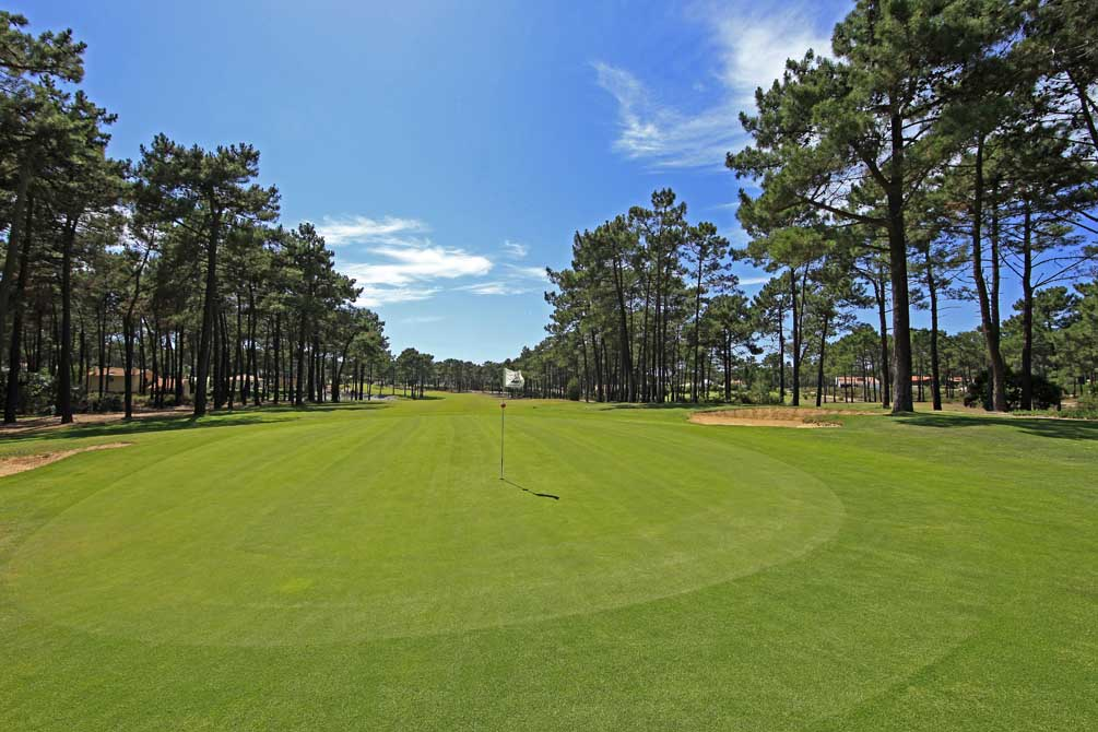 https://golftravelpeople.com/wp-content/uploads/2019/04/Aroeira-Golf-Club-1-4.jpg
