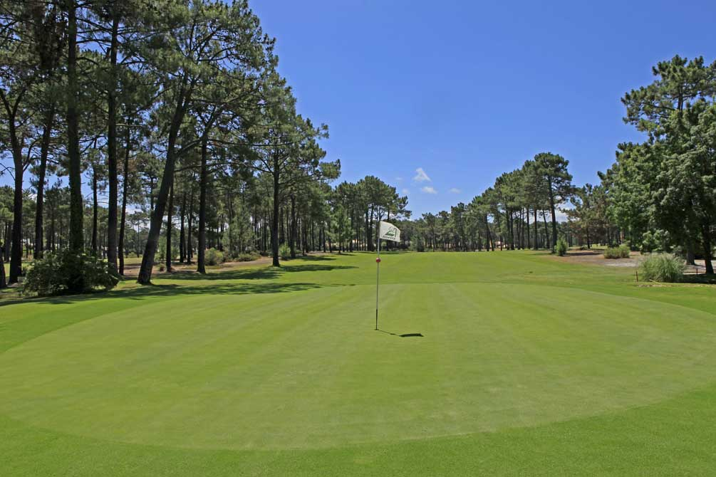 https://golftravelpeople.com/wp-content/uploads/2019/04/Aroeira-Golf-Club-1-6.jpg