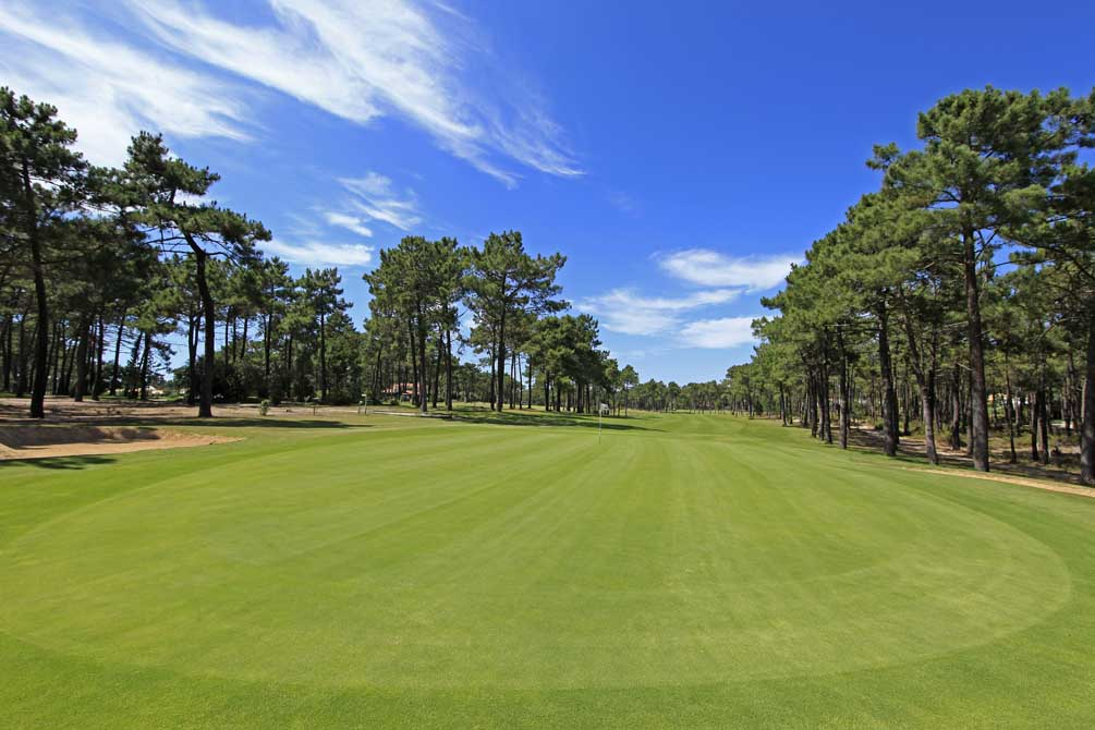 https://golftravelpeople.com/wp-content/uploads/2019/04/Aroeira-Golf-Club-1-7.jpg
