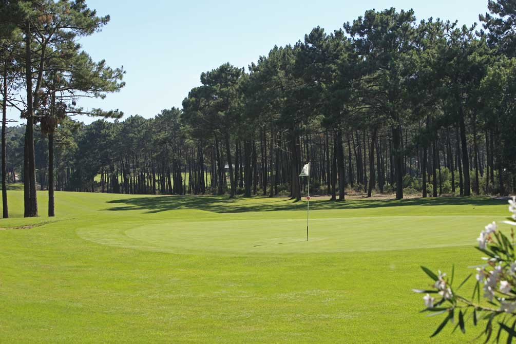 https://golftravelpeople.com/wp-content/uploads/2019/04/Aroeira-Golf-Club-1-9.jpg