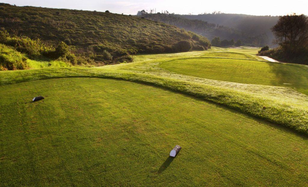 https://golftravelpeople.com/wp-content/uploads/2019/04/Belas-Golf-Club-Lisbon-5-1024x622.jpg