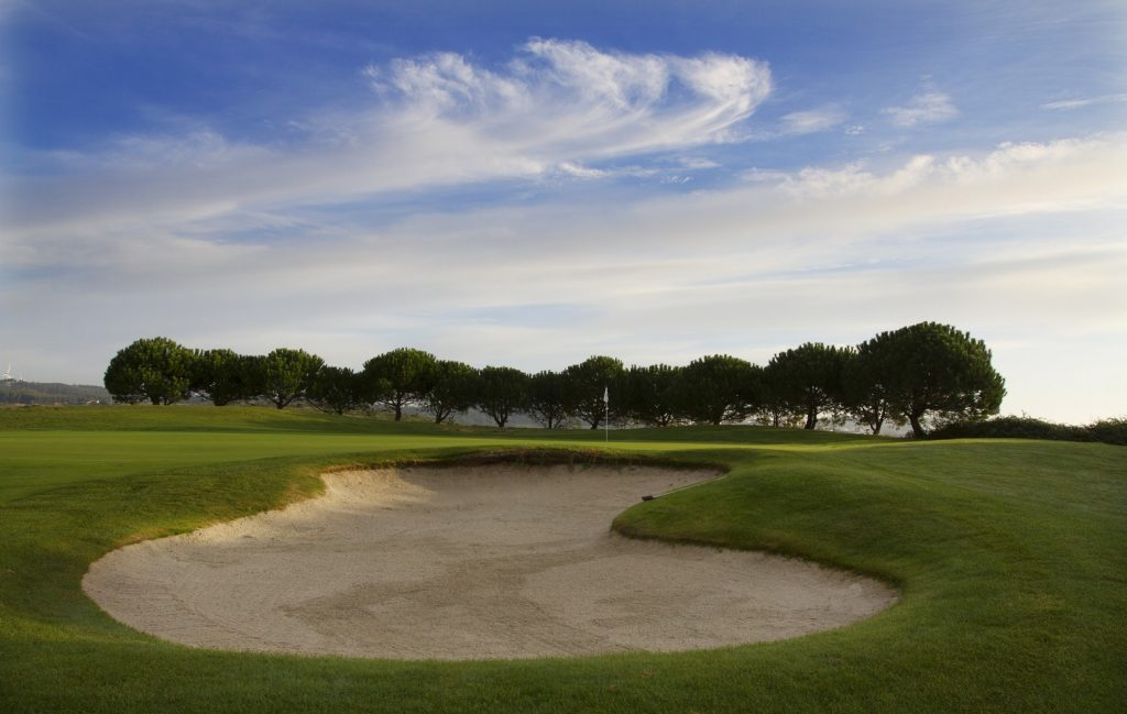 https://golftravelpeople.com/wp-content/uploads/2019/04/Belas-Golf-Club-Lisbon-6-1024x649.jpg