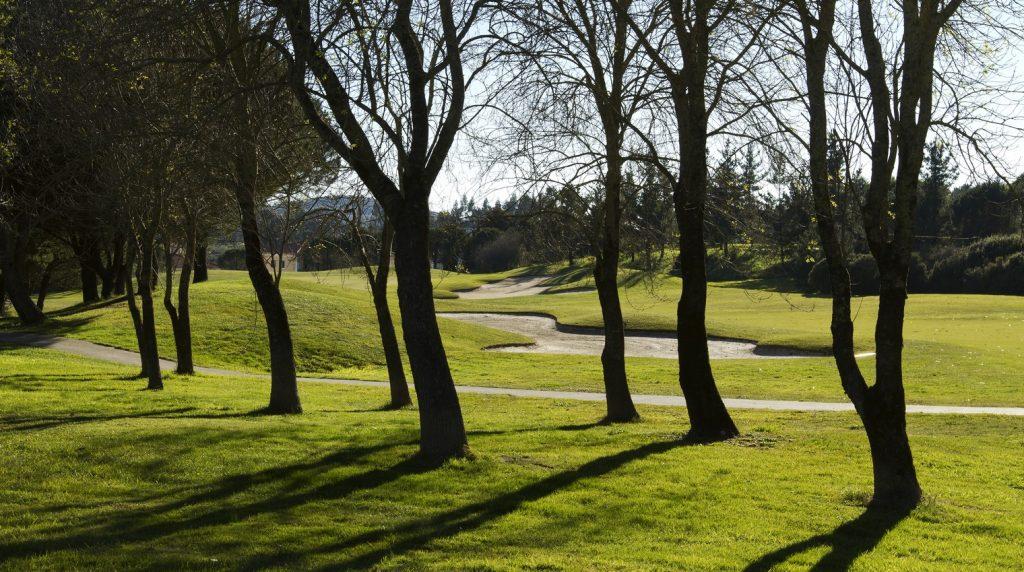 https://golftravelpeople.com/wp-content/uploads/2019/04/Belas-Golf-Club-Lisbon-9-1024x572.jpg