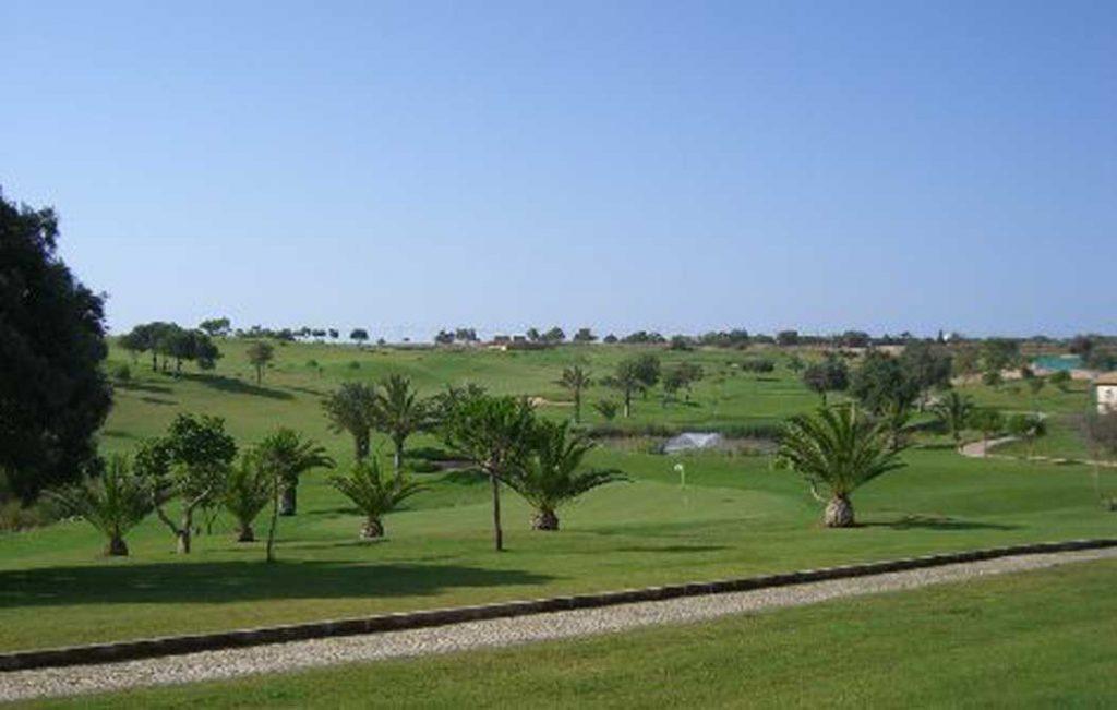 https://golftravelpeople.com/wp-content/uploads/2019/04/Boavista-Golf-Club-4-1024x651.jpg