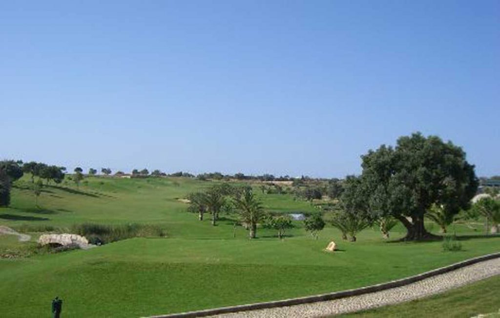 https://golftravelpeople.com/wp-content/uploads/2019/04/Boavista-Golf-Club-5-1024x651.jpg