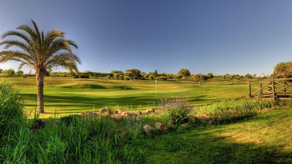 https://golftravelpeople.com/wp-content/uploads/2019/04/Boavista-Golf-Club-New-3.jpg