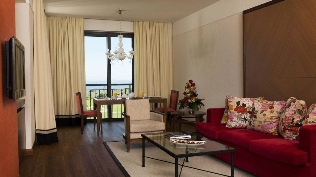 https://golftravelpeople.com/wp-content/uploads/2019/04/Cascade-Resort-Algarve-Bedrooms-Apartments-Villas-1-1024x576.jpg