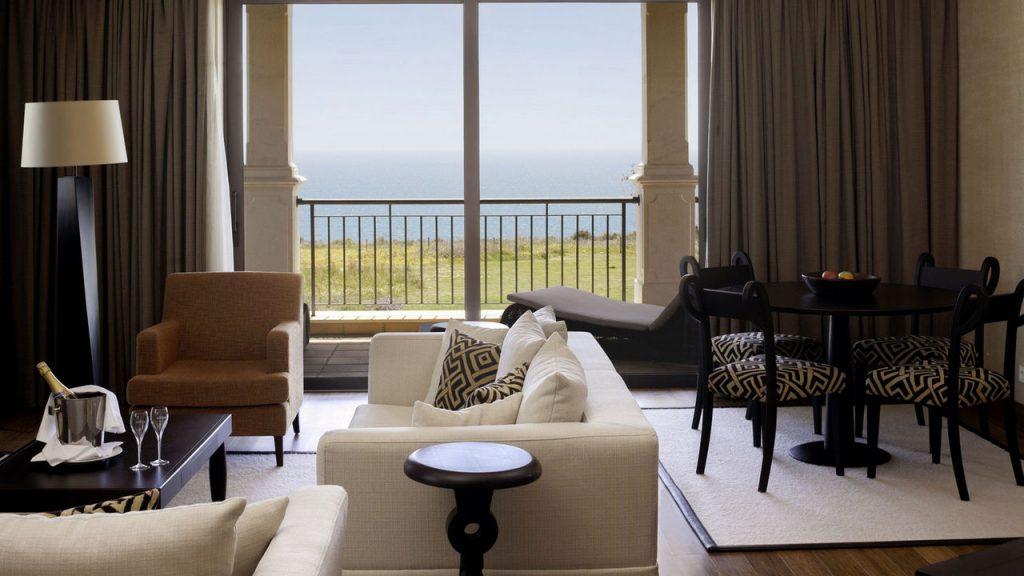 https://golftravelpeople.com/wp-content/uploads/2019/04/Cascade-Resort-Algarve-Bedrooms-Apartments-Villas-14-1024x576.jpg