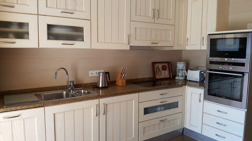 https://golftravelpeople.com/wp-content/uploads/2019/04/Cascade-Resort-Algarve-Bedrooms-Apartments-Villas-17-1024x576.jpg