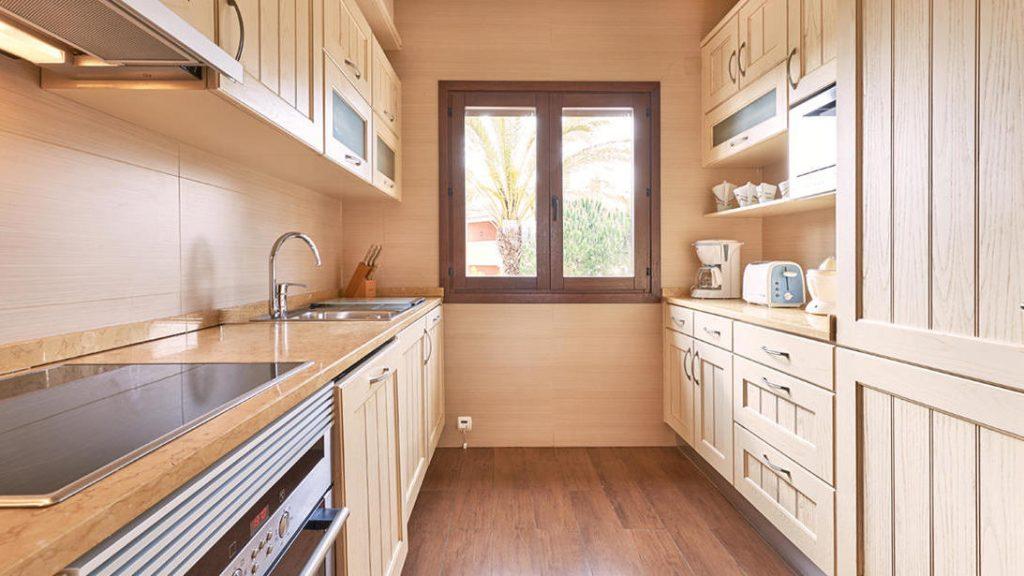 https://golftravelpeople.com/wp-content/uploads/2019/04/Cascade-Resort-Algarve-Bedrooms-Apartments-Villas-18-1024x576.jpg