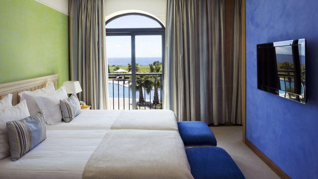 https://golftravelpeople.com/wp-content/uploads/2019/04/Cascade-Resort-Algarve-Bedrooms-Apartments-Villas-2-1024x576.jpg