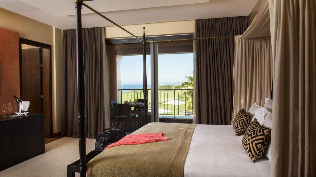 https://golftravelpeople.com/wp-content/uploads/2019/04/Cascade-Resort-Algarve-Bedrooms-Apartments-Villas-20-1024x576.jpg