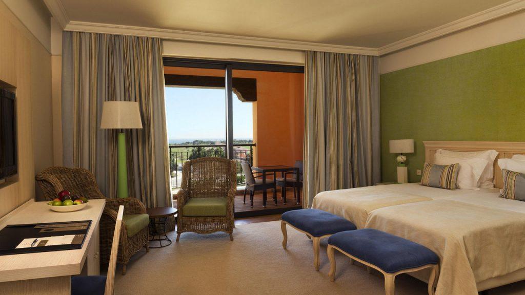 https://golftravelpeople.com/wp-content/uploads/2019/04/Cascade-Resort-Algarve-Bedrooms-Apartments-Villas-22-1024x576.jpg