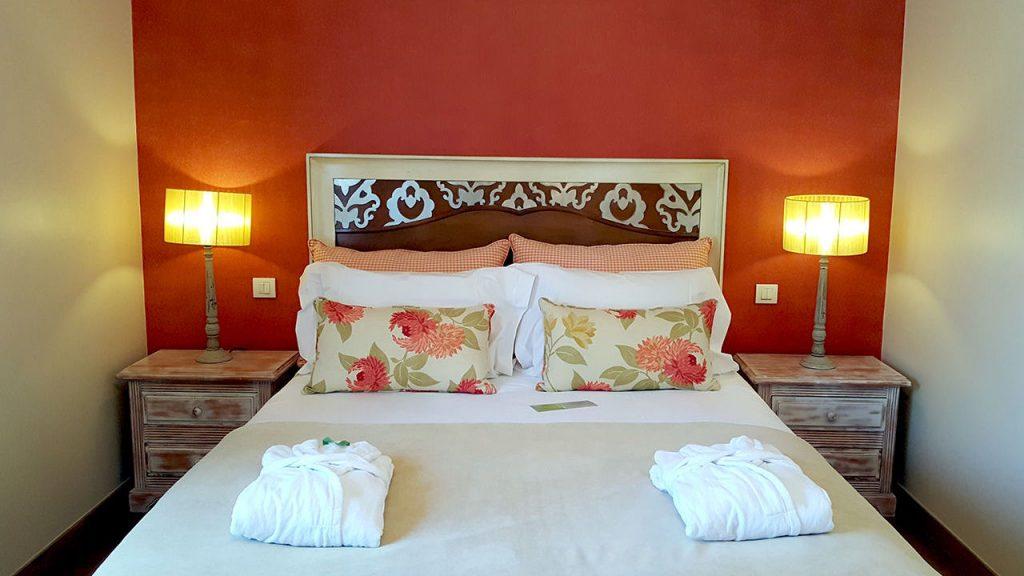 https://golftravelpeople.com/wp-content/uploads/2019/04/Cascade-Resort-Algarve-Bedrooms-Apartments-Villas-23-1024x576.jpg