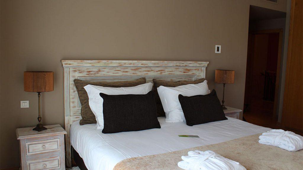 https://golftravelpeople.com/wp-content/uploads/2019/04/Cascade-Resort-Algarve-Bedrooms-Apartments-Villas-24-1024x576.jpg