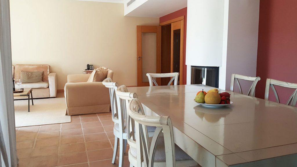 https://golftravelpeople.com/wp-content/uploads/2019/04/Cascade-Resort-Algarve-Bedrooms-Apartments-Villas-26-1024x576.jpg