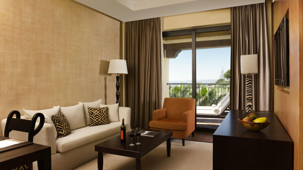 https://golftravelpeople.com/wp-content/uploads/2019/04/Cascade-Resort-Algarve-Bedrooms-Apartments-Villas-4-1024x576.jpg