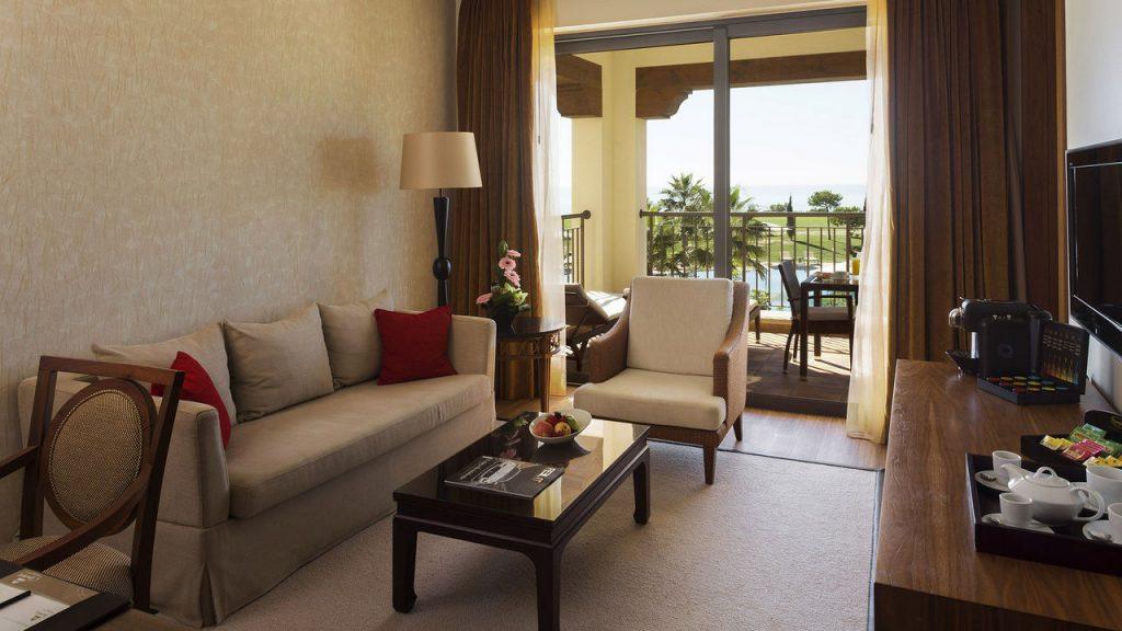 https://golftravelpeople.com/wp-content/uploads/2019/04/Cascade-Resort-Algarve-Bedrooms-Apartments-Villas-6-1024x576.jpg
