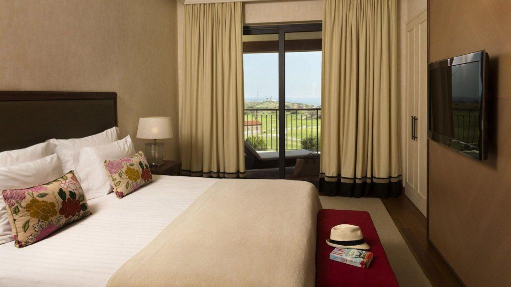 https://golftravelpeople.com/wp-content/uploads/2019/04/Cascade-Resort-Algarve-Bedrooms-Apartments-Villas-7-1024x576.jpg