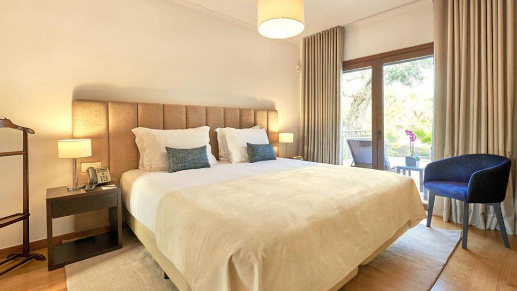 https://golftravelpeople.com/wp-content/uploads/2019/04/Cascade-Resort-Algarve-Bedrooms-Apartments-Villas-8-1024x576.jpg