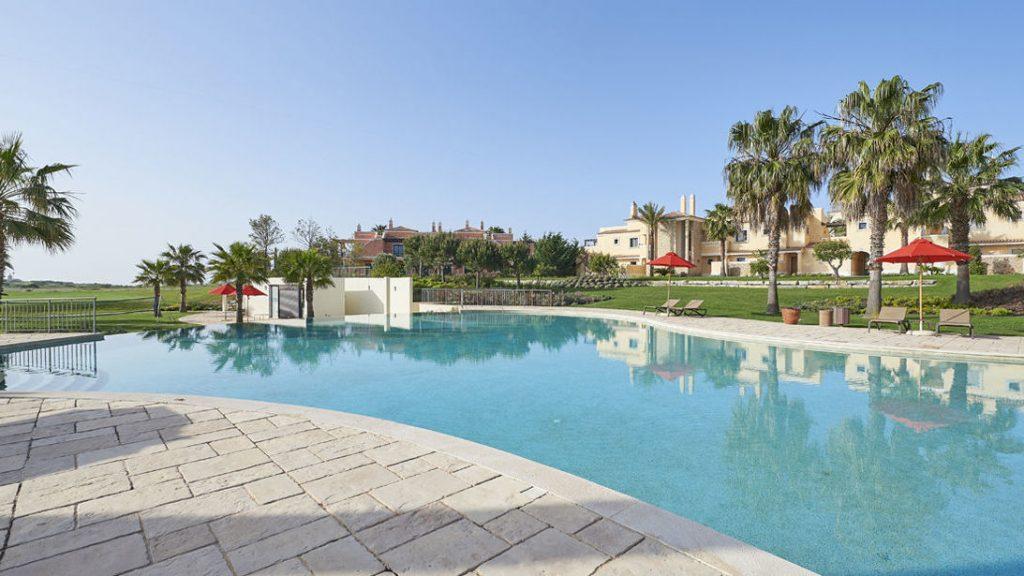 https://golftravelpeople.com/wp-content/uploads/2019/04/Cascade-Resort-Algarve-Swimming-Pools-4-1024x576.jpg