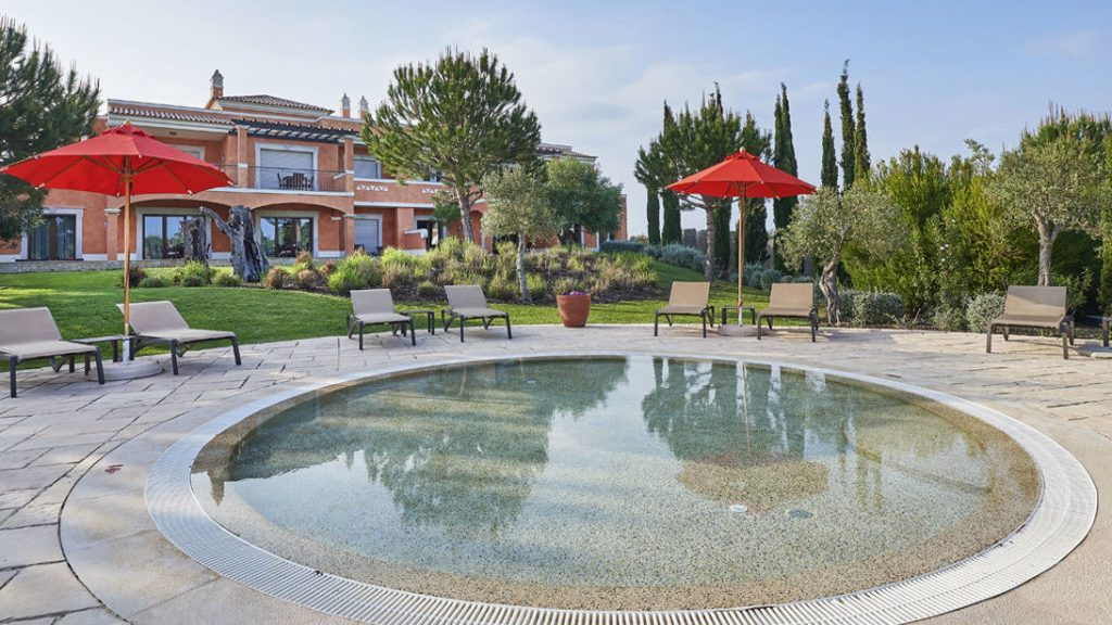 https://golftravelpeople.com/wp-content/uploads/2019/04/Cascade-Resort-Algarve-Swimming-Pools-5-1024x576.jpg