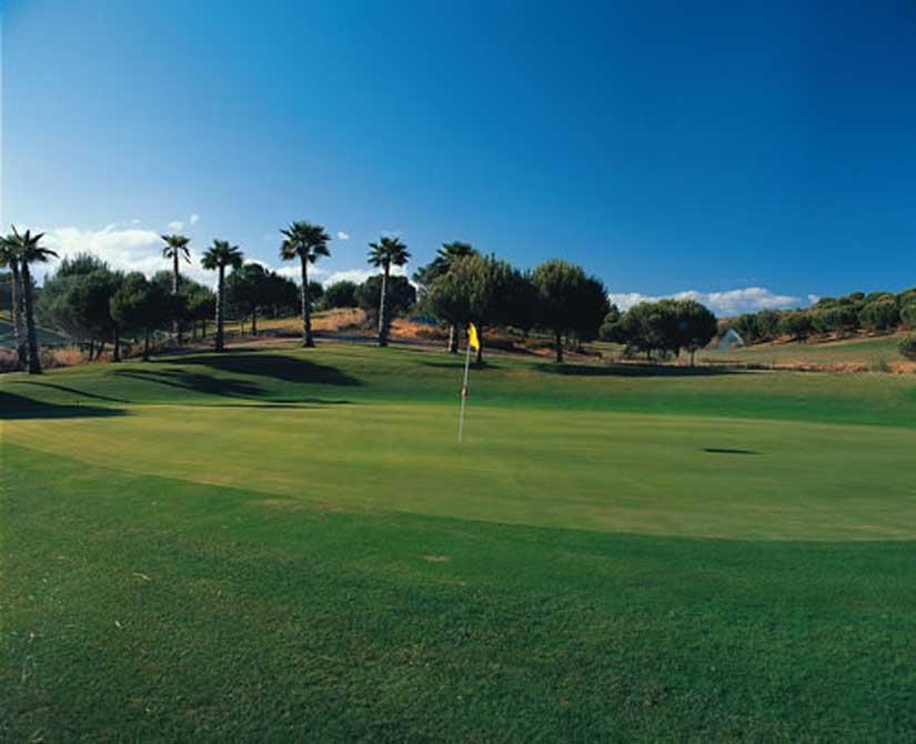 https://golftravelpeople.com/wp-content/uploads/2019/04/Castro-Marim-Golf-Club-10.jpg
