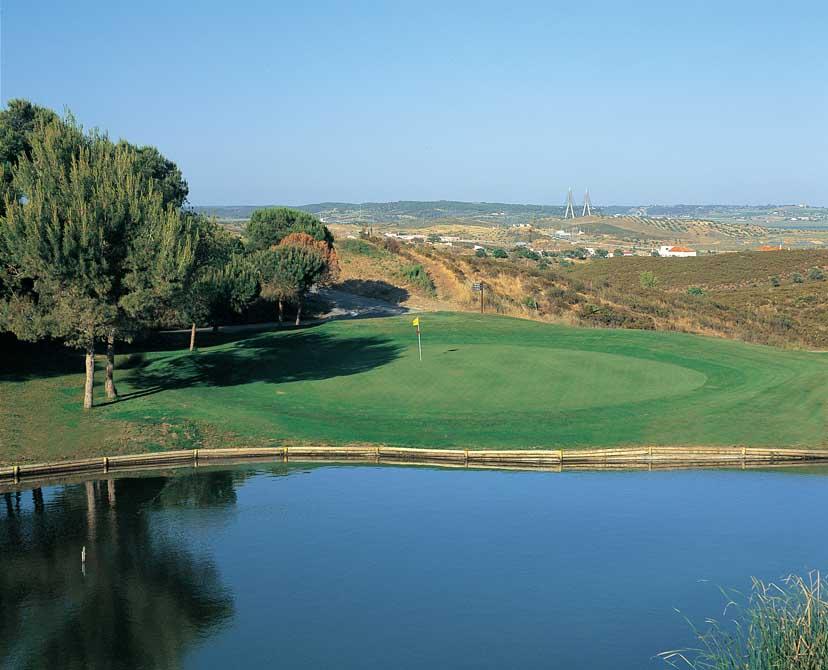 https://golftravelpeople.com/wp-content/uploads/2019/04/Castro-Marim-Golf-Club-2.jpg
