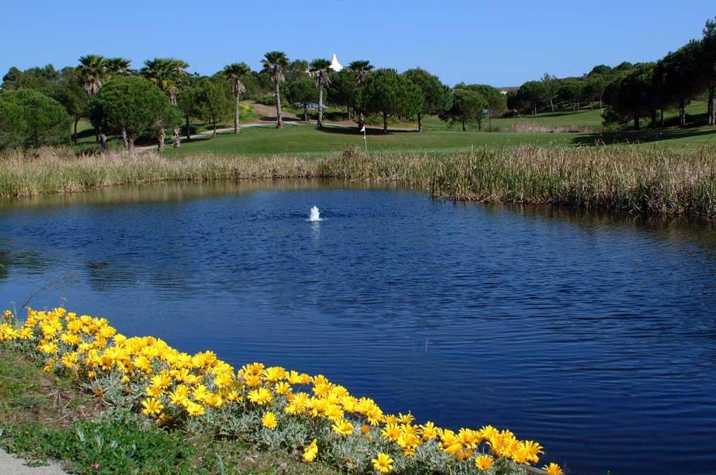 https://golftravelpeople.com/wp-content/uploads/2019/04/Castro-Marim-Golf-Club-3.jpg