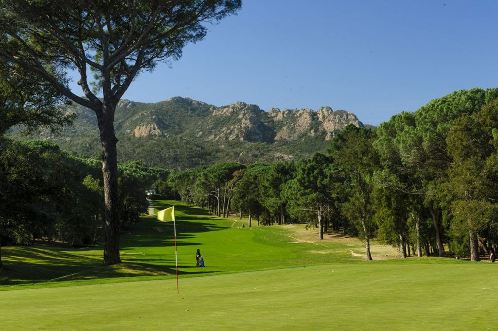 https://golftravelpeople.com/wp-content/uploads/2019/04/Club-de-Golf-Costa-Brava-15-1024x682.jpg