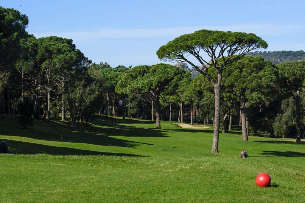 https://golftravelpeople.com/wp-content/uploads/2019/04/Club-de-Golf-Costa-Brava-8-1024x682.jpg