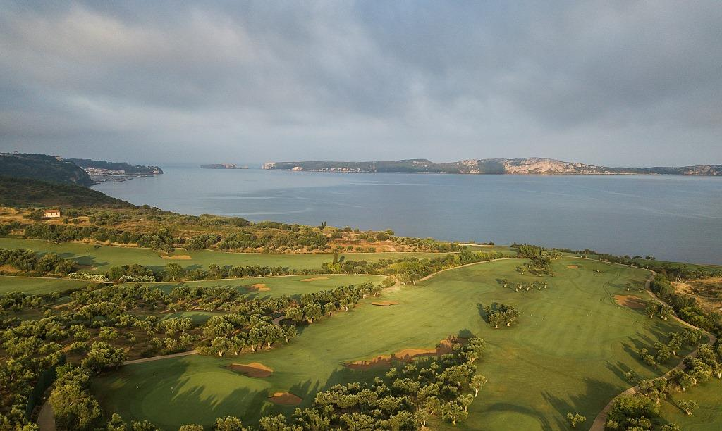 https://golftravelpeople.com/wp-content/uploads/2019/04/Costa-Navarino-Golf-Club-The-Bay-Course-13.jpg