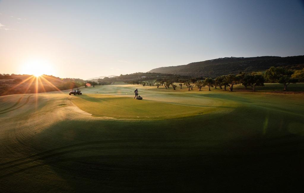 https://golftravelpeople.com/wp-content/uploads/2019/04/Costa-Navarino-Golf-Club-The-Bay-Course-15.jpg